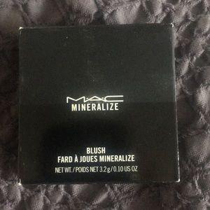 MAC mineralize Blush in Gentle brand new